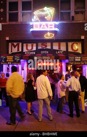 Vie nocturne sur Beale Street, Memphis, Tennessee, États-Unis Banque D'Images