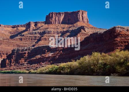 États-unis, Utah, Moab. Dead Horse Point vu de la rivière Colorado. Banque D'Images