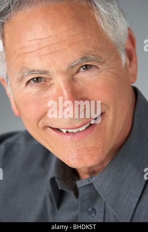 Studio Portrait of Senior Man Banque D'Images