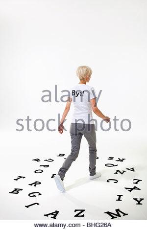 Femme en t-shirt qui dit au revoir Banque D'Images