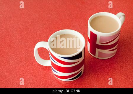Tasses de Thé dans des tasses union jack Banque D'Images