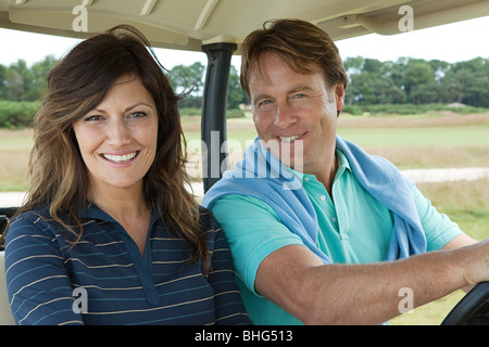 Couple in golf cart Banque D'Images