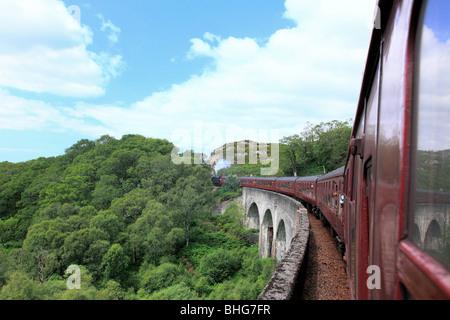 Le train à vapeur viaduc de Glenfinnan Banque D'Images
