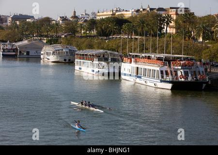 Vue sur le fleuve Guadalquivir, Séville, Andalousie, Espagne Banque D'Images