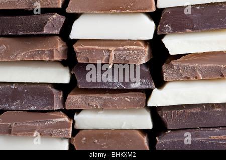 Plusieurs saveurs de chocolat empilées Banque D'Images