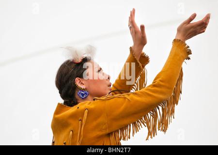 Danseuse autochtone canadien, Festival du Voyageur, Winnipeg, Manitoba Canada. Banque D'Images