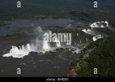 Vue aérienne de chutes d'Iguaçu et les diables de la gorge, le parc national iguaçu Paraná, Brésil, Amérique du Banque D'Images