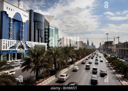 La circulation sur rue passante Riyadh Arabie Saoudite Banque D'Images