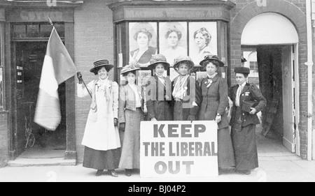 Suffragettes, déterminés à maintenir le parti libéral 'out', 1909. Artiste: Inconnu