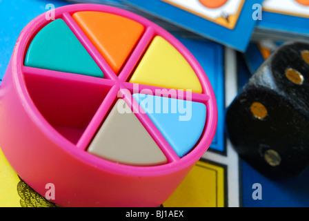 Close-up de jeu Trivial Pursuit édition originale (1980).