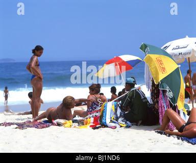 La plage de Copacabana, Rio de Janeiro, dans l'État de Rio de Janeiro, du Brésil Banque D'Images