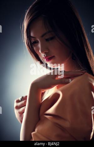 Jeune femme japon portrait d'offres. Effet dof peu profondes. Banque D'Images