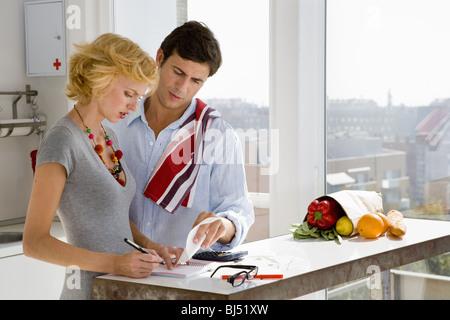 Couple à la maison Banque D'Images