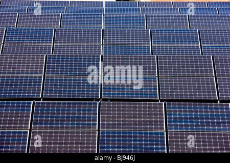 Les panneaux d'énergie solaire Banque D'Images