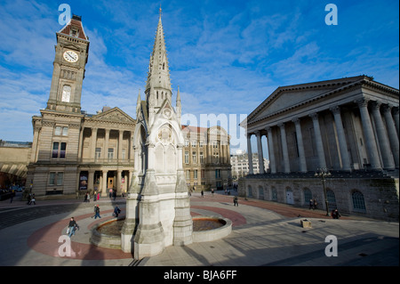 Chamberlain Square, Birmingham, Angleterre, Royaume-Uni. Montrant Le Chamberlain Memorial Fountain, le Birmingham Banque D'Images