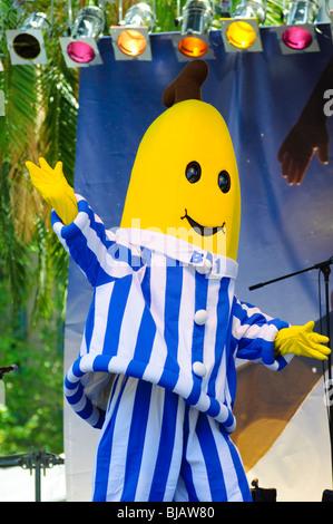 Banana en pyjama, live on stage Banque D'Images
