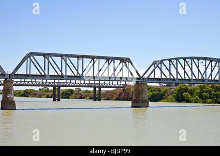 Vieux pont sur la rivière Murray, Murray Bridge, dans le sud de l'Australie Banque D'Images