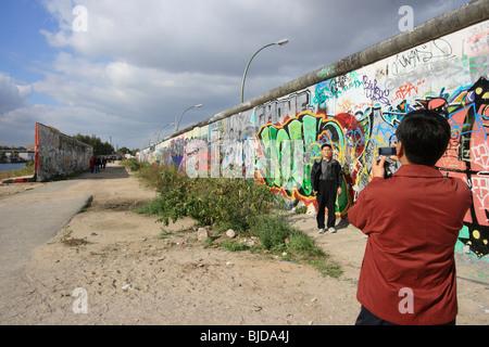 Parties de mur de Berlin avec graffiti, Berlin, Allemagne Banque D'Images