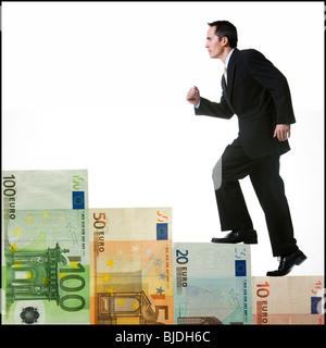 Escalade homme d'un escalier d'argent Banque D'Images