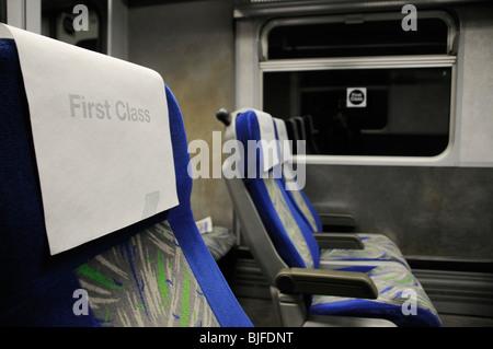 Première classe vide tête reposer sur train de nuit sièges Banque D'Images