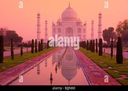 Taj Mahal, Agra, Inde, UNESCO World Heritage Site, construit en 1631 par Shal Jahan pour épouse Mumtaz Mahal Banque D'Images
