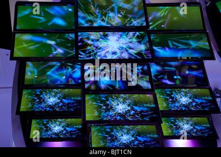 Télévision télévision lcd sur un mur numérique HD haute définition HDTV TV électronique technologie télévision de Banque D'Images