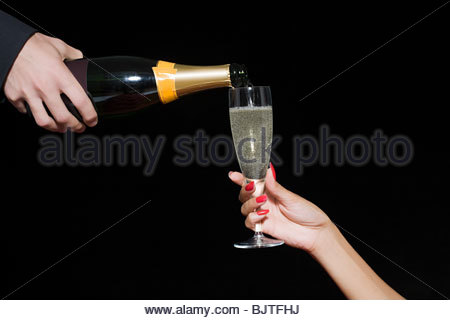 L'on verse du Champagne Banque D'Images