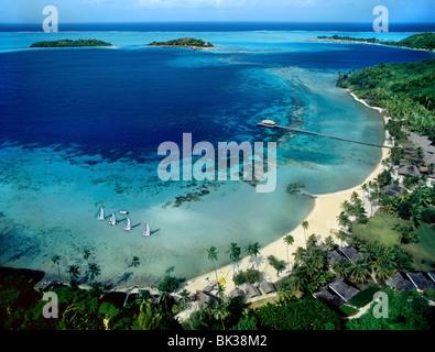 Vue de la plage à Bora Bora, îles de la société, Polynésie Française, Pacifique Sud, du Pacifique Banque D'Images