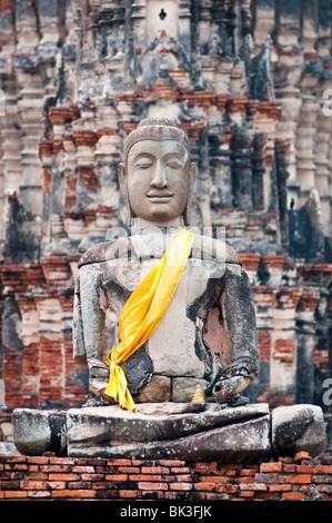 Statue de Bouddha du Wat Chaiwatthanaram temple bouddhiste d'Ayutthaya, Thaïlande. Banque D'Images