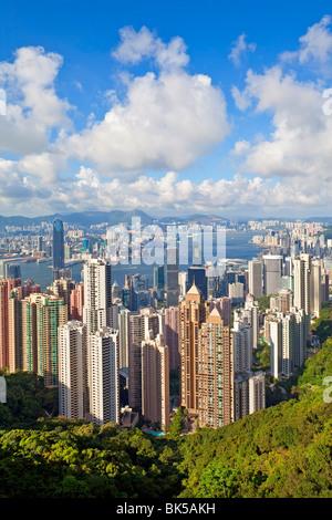 Vue depuis le Pic Victoria, sur les toits de la ville et le port de Victoria, Hong Kong, Chine, Asie Banque D'Images