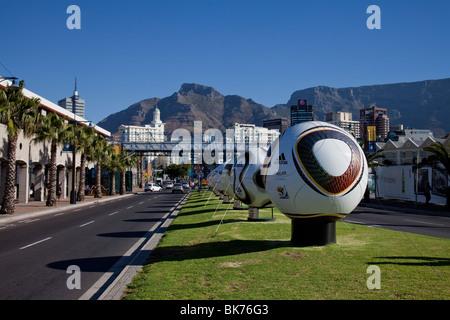 Ballons géants le long d'une route dans la région de Cape Town, Afrique du Sud