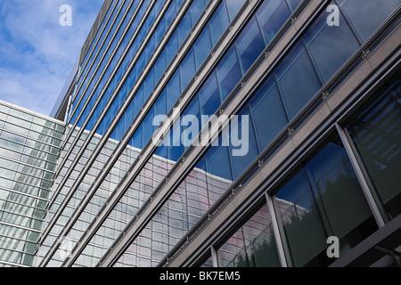 Bâtiment de bureaux Windows Banque D'Images