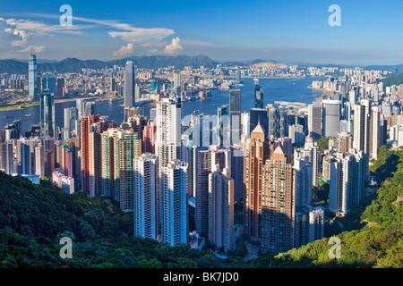 La ville et le port de Victoria vue depuis le Pic Victoria, Hong Kong, Chine, Asie Banque D'Images