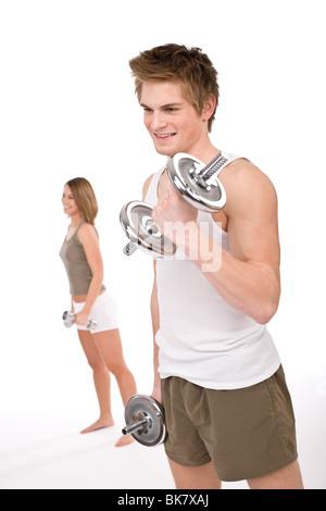 - Remise en forme les jeunes couples en bonne santé avec des poids en tenue sportive sur fond blanc Banque D'Images