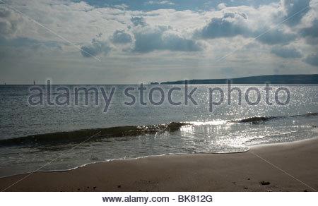 Studland Bay, Dorset, UK regardant la mer avec Old Harry rocks dans la distance Banque D'Images