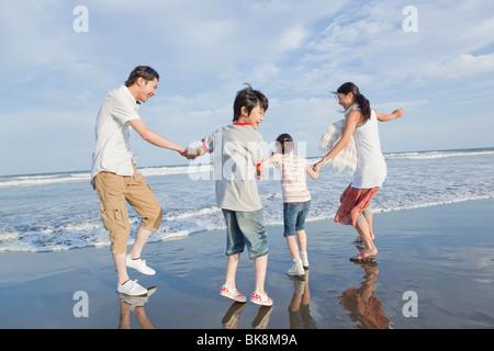 Jouer à la famille Beach Banque D'Images
