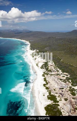 Plages, parc national de Freycinet, la péninsule de Freycinet, l'Est de la Tasmanie, Australie - vue aérienne
