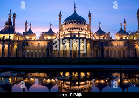 Brighton Royal Pavilion at Dusk Banque D'Images