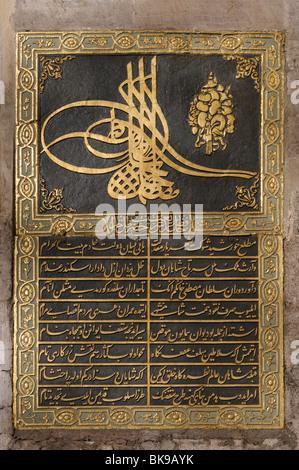 TUGRA (Sultanic cipher)sur la porte de salut(Bâb-us Selam ),entrée de la Deuxième cour du palais de Topkapi, à Istanbul Banque D'Images