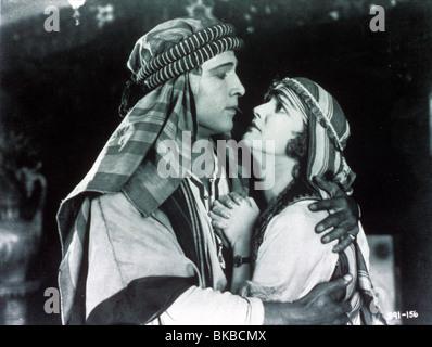 Le Cheik (1921) Rudolph Valentino, AGNES AYRES SHIK 009 Banque D'Images