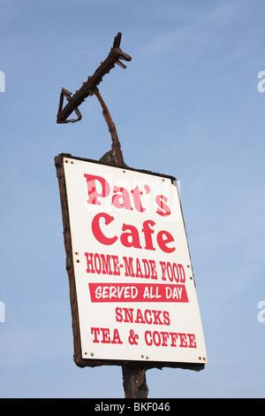 Signe d'un café dans une ville du Royaume-Uni. Banque D'Images