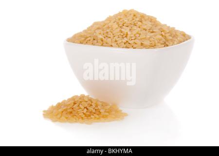 Pâtes Midolline utilisé pour la soupe dans un bol isolé sur fond blanc Banque D'Images