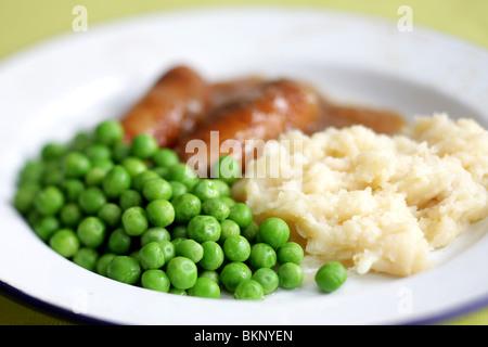 Réchauffement britannique traditionnel confort alimentaire de saucisses de porc avec de la purée de pommes de terre, Banque D'Images