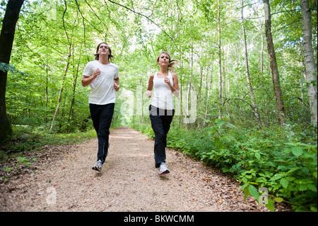 Courir dans les bois Banque D'Images