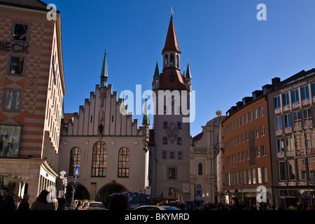 L'Altes Rathaus (Ancien hôtel de ville) près de Marienplatz à Munich en Allemagne au début du printemps, la lumière Banque D'Images
