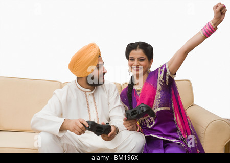 Couple Sikh Playing Video Game Banque D Images Photo Stock