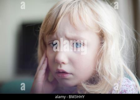 Portrait d'une fillette de 4 ans triste Banque D'Images