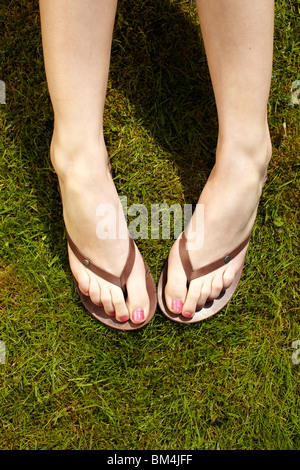 Close up de pieds en tongs Banque D'Images