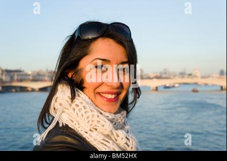 Portrait de jeune femme turque à Londres, Angleterre, RU Banque D'Images