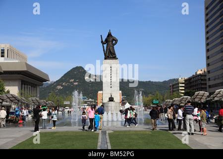 L'amiral Yi Sun Sin Gwanghwamun, statue, Plaza Gwanghwamun, Séoul, Corée du Sud, Asie Banque D'Images